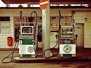 petrol-stations-1275484_640